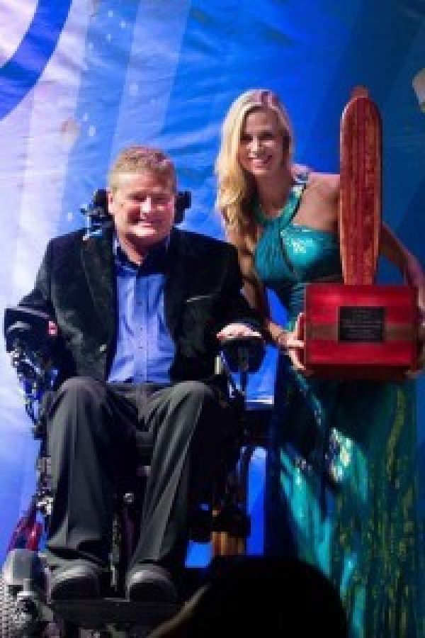 BraunAbility Receives 2015 Freedom Award From Life Rolls On Foundation