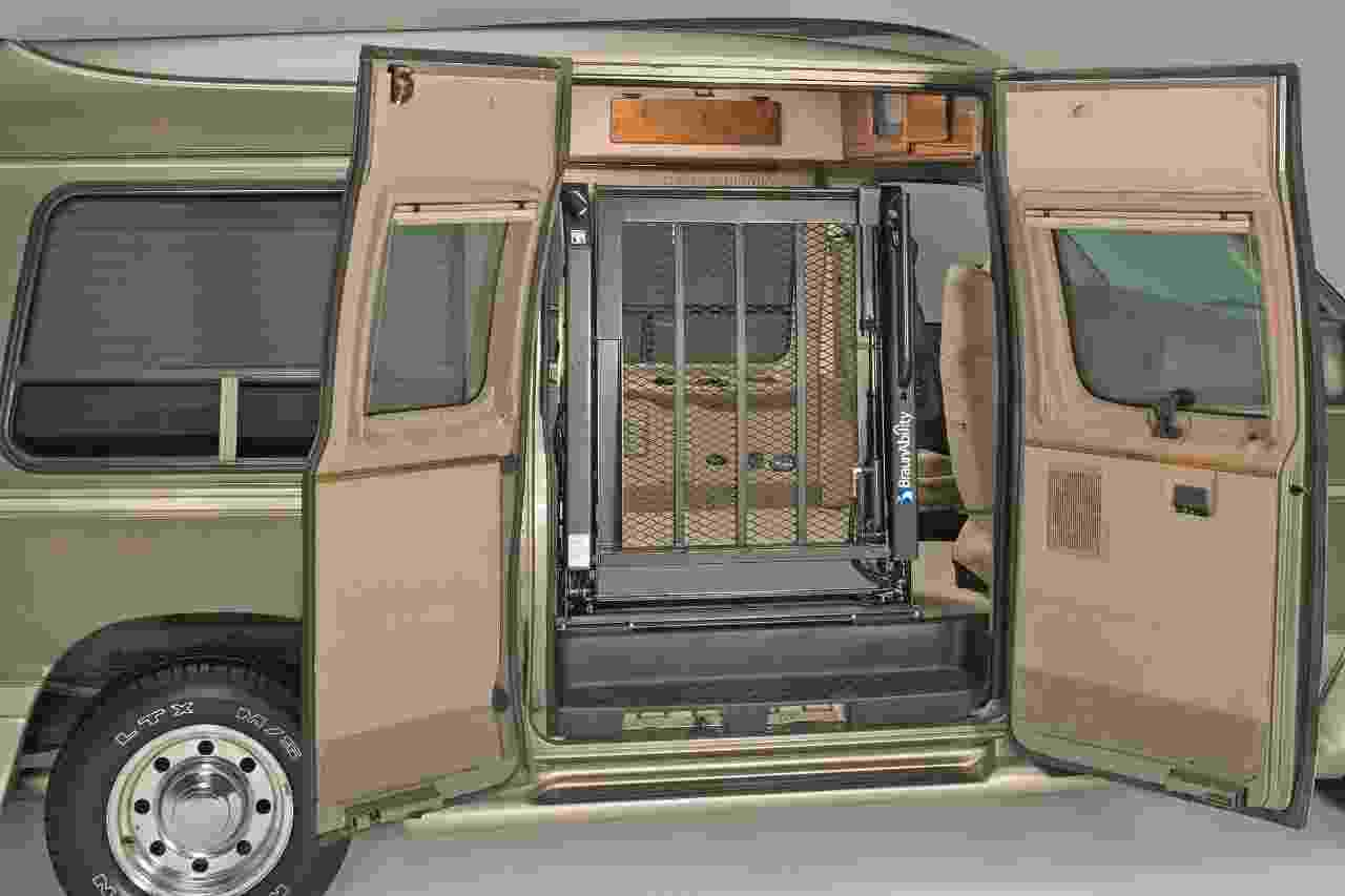 wheelchair lifts for full size van