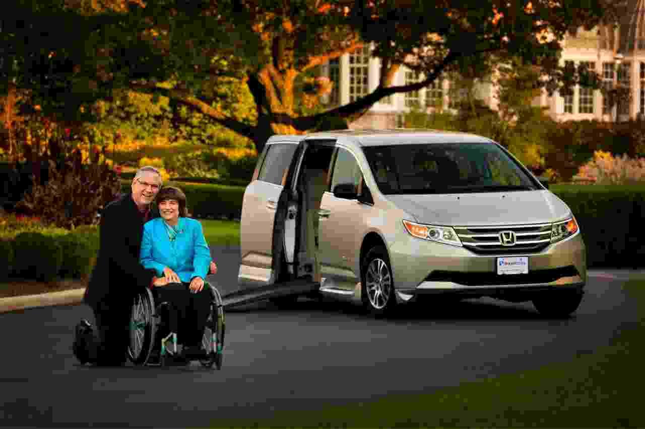 Honda Odyssey Foldout Wheelchair Van by BraunAbility