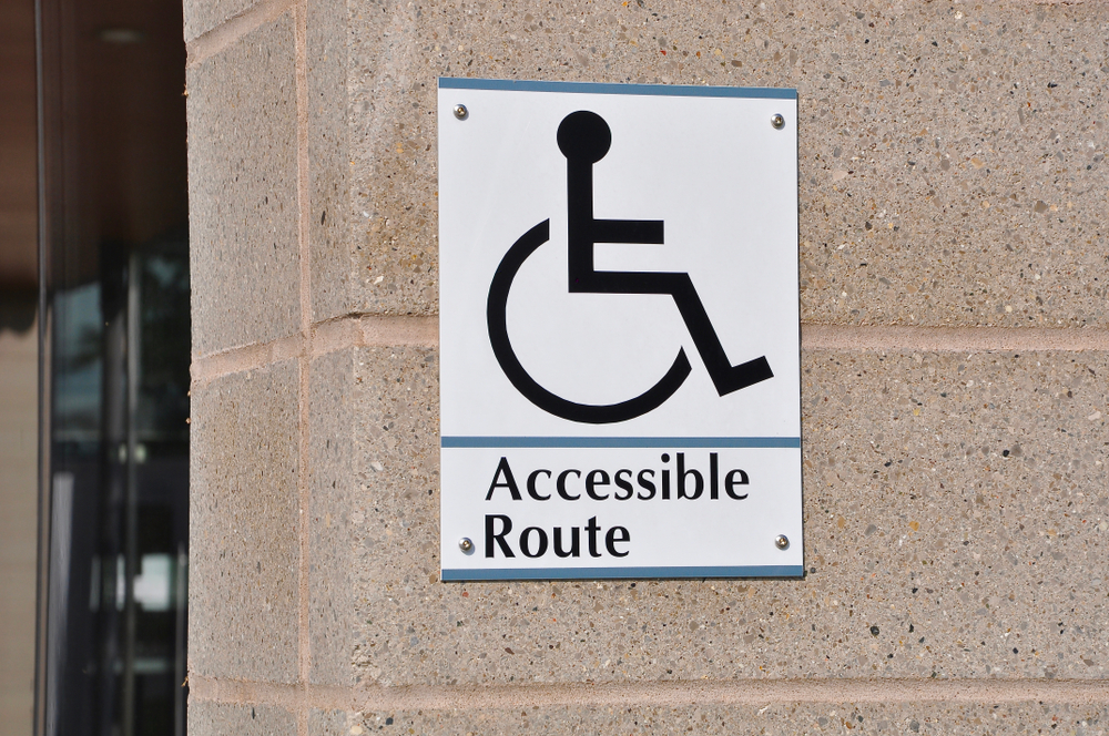 wheelchair accessible route sign at a college
