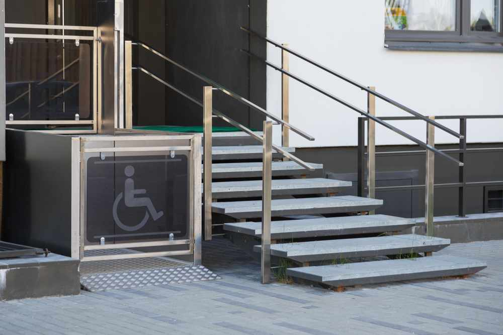 Living house entrance equipped with special lifting platform lift for wheelchair users