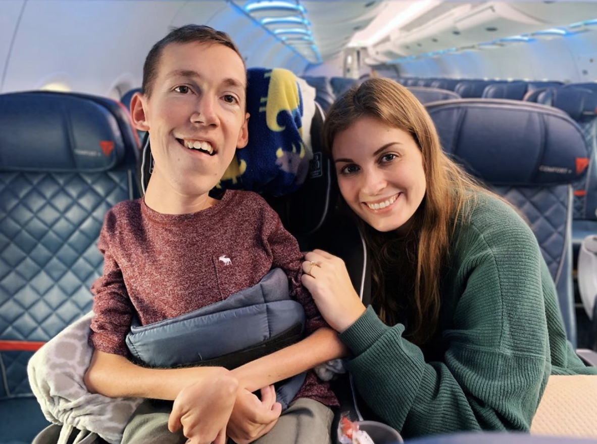 Shane Burcaw and Hannah Aylward are on an Airplane sitting next to each other