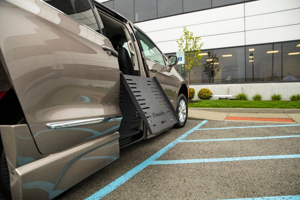 wheelchair accessible chrysler pacifica foldout ramp deploying